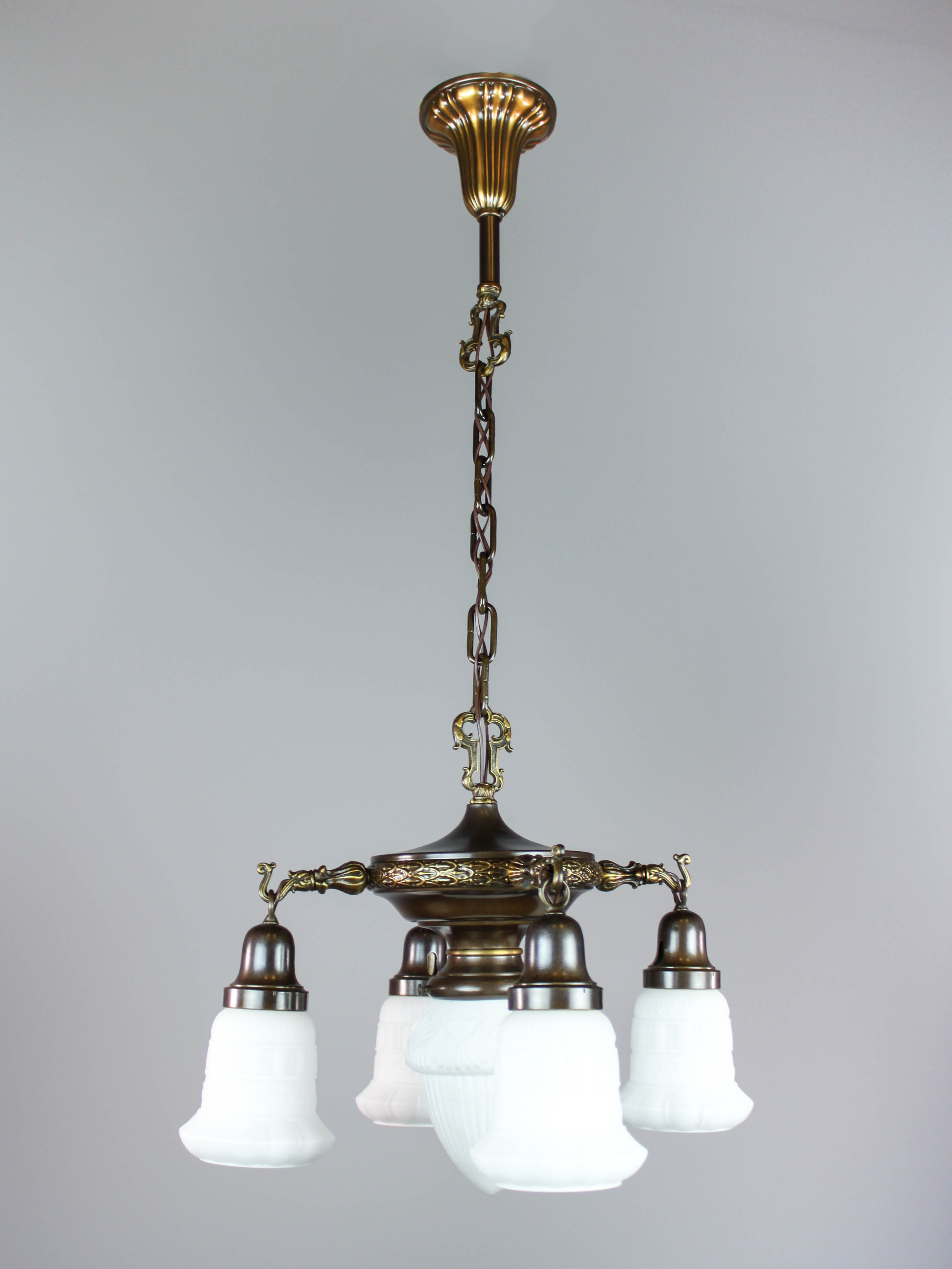 Colonial Revival Pan Light With Center Shade 5 Light