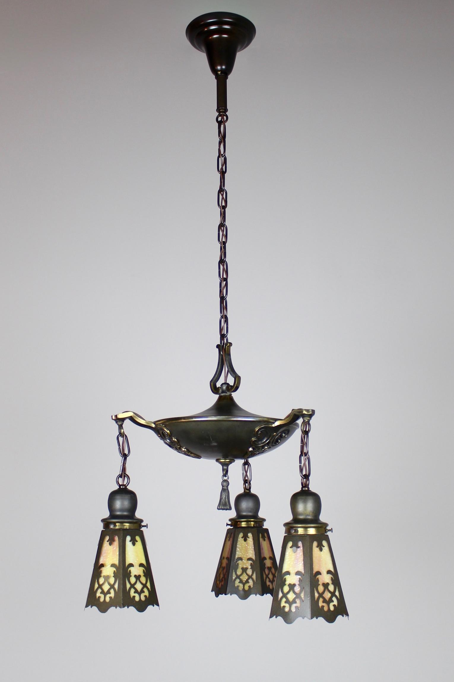 Incroyable Classical Revival Tudor Pan Fixture Circa 1920 (3 Light)